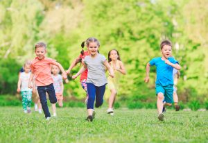 Bebes y niños, fuertes y saludables